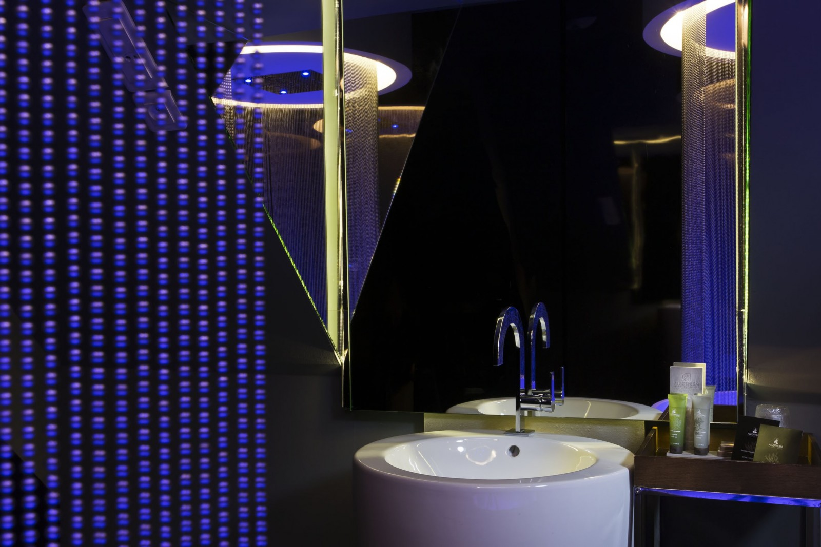 angely hotel paris chambers modernes le meilleur boutique hotel. Black Bedroom Furniture Sets. Home Design Ideas